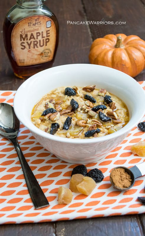 Pumpkin-y, maple-y and full of warming spices like ginger and nutmeg this oatmeal is far from boring! Oh and did I mention it's packed with protein, vegan, has a gluten free option and oh so filling! | www.pancakewarriors.com