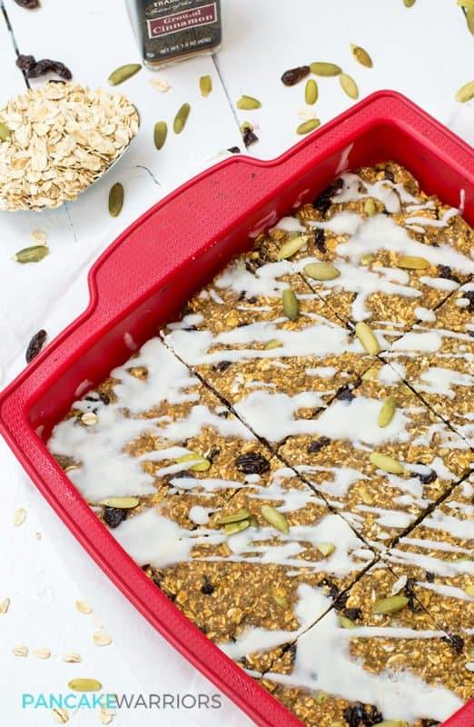 hese cinnamon raisin oatmeal protein bars are vegan, gluten free, naturally sweetened and easy to make! Kids love them! | www..pancakewarriors.com